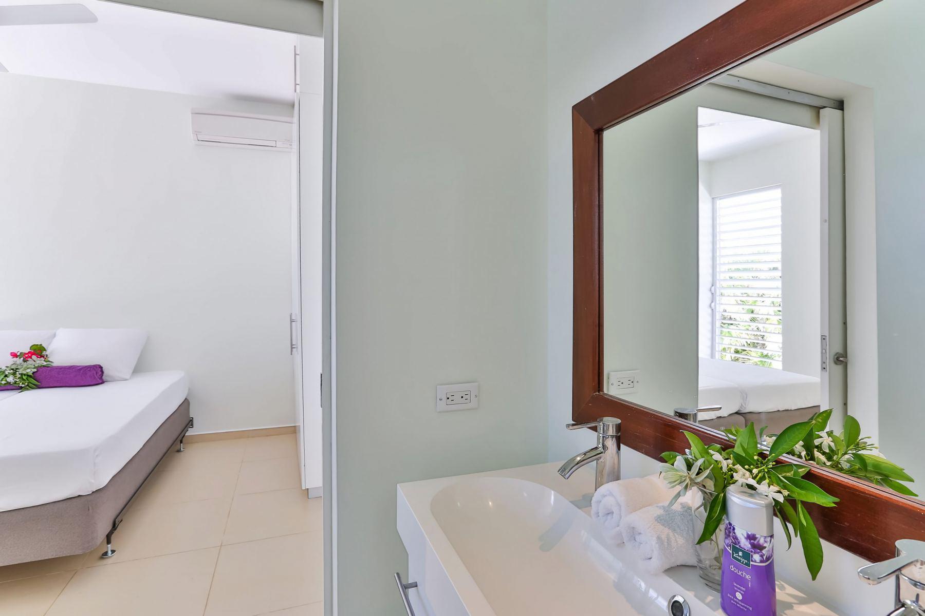 Slaapkamer-2-met-badkamer-scaled
