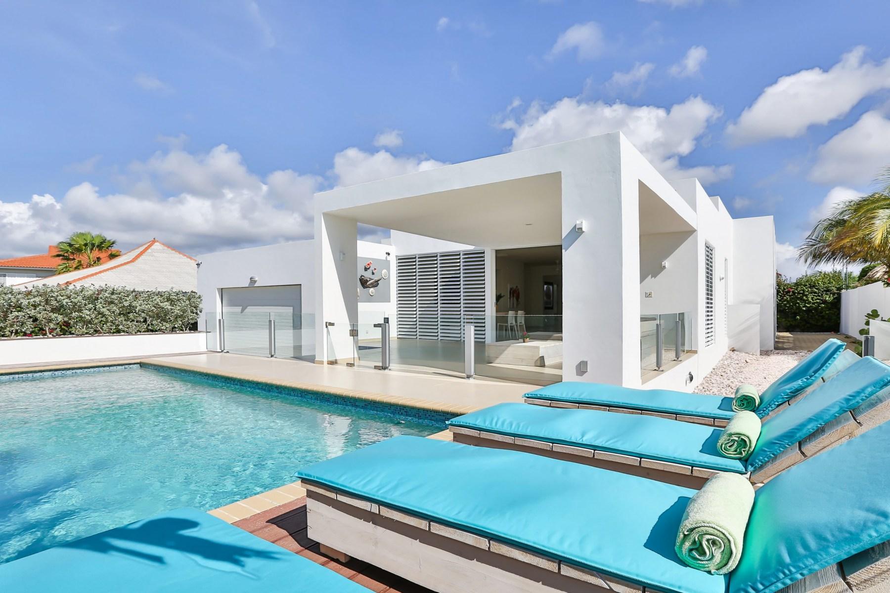 Villa-met-zwembad-scaled